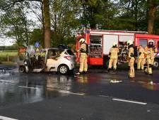 Auto vliegt in brand na aanrijding in Usselo