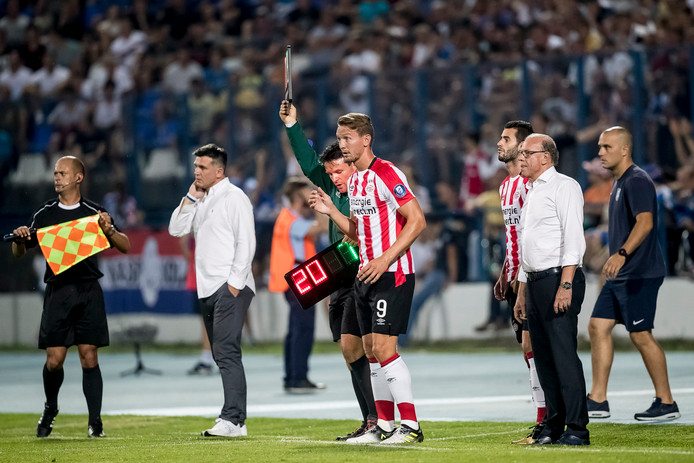 Luuk de Jong in actie tegen het Kroatische NK Osijek. Mogelijk zijn laatste wedstrijd in dienst van PSV.