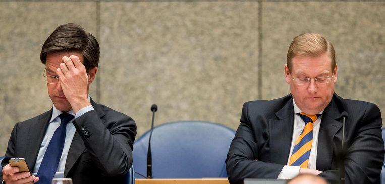 Minister Ard van der Steur (Veiligheid en Justitie) en Premier Mark Rutte tijdens het debat over de Teevendeal. Beeld ANP