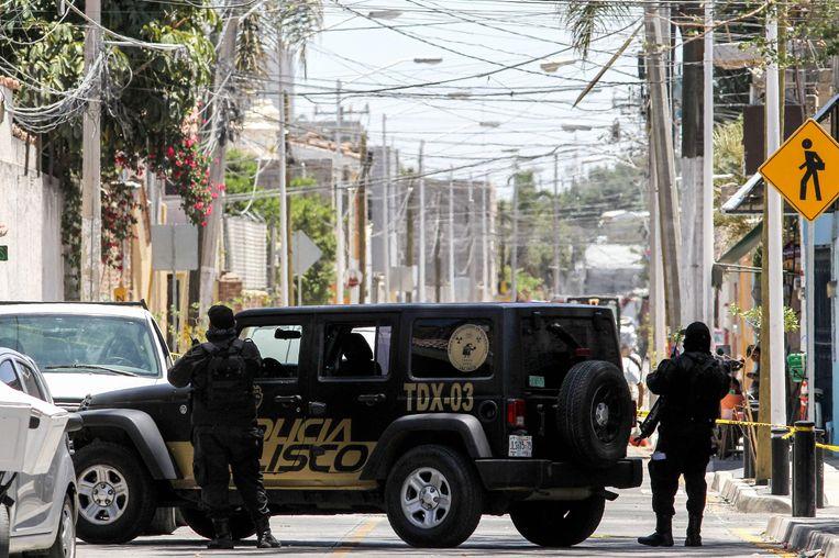 De politie in Zapopan waar een massagraf werd gevonden. Beeld AFP