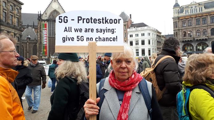 De Amsterdamse Marian van den Berg zegt heel gevoelig te zijn voor straling.