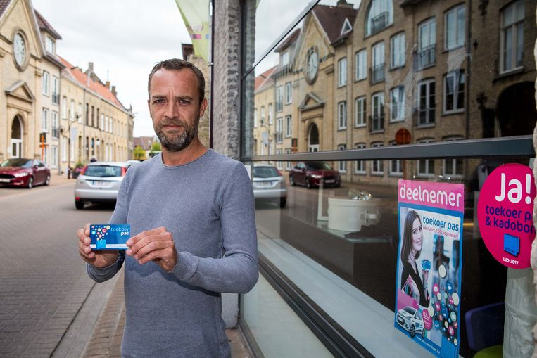 Als voorzitter van de handelaarsvereniging Veurne Toe Koer introduceerde Stijn Hommez de digitale klantenkaart. Nu wil hij ook de gemeenteraad de digitale toer op krijgen
