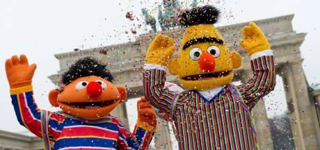 Sesame Street vraagt aandacht voor dakloosheid met pop zonder huis
