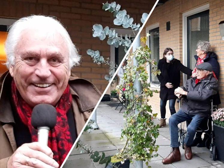 Marco Bakker brengt serenade in Wierden aan diamanten echtpaar