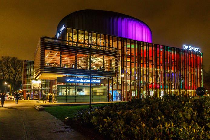 Theater De Spiegel wordt niet belegd met zonnepanelen.