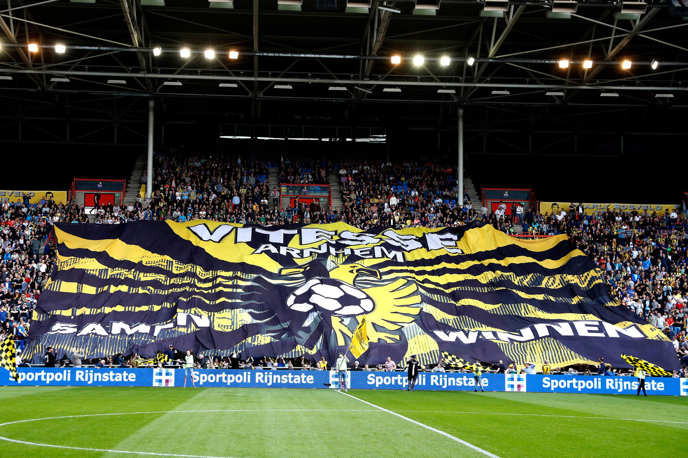 Spandoek bij een wedstrijd van Vitesse in GelreDome.