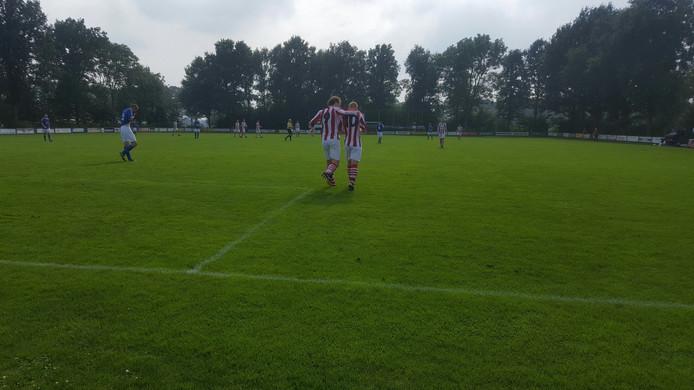 Rijnland-spitsen Rik Janssens (9) en Jordy Meijer (10) maakten beiden drie doelpunten. Foto Daan van Leeuwen