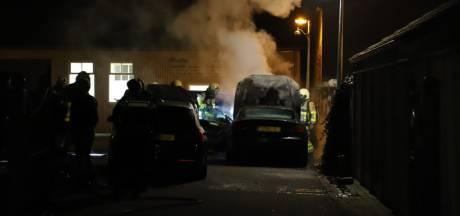 Brand verwoest drie duurste auto's bij autobedrijf in Apeldoorn: 'Enorm balen'