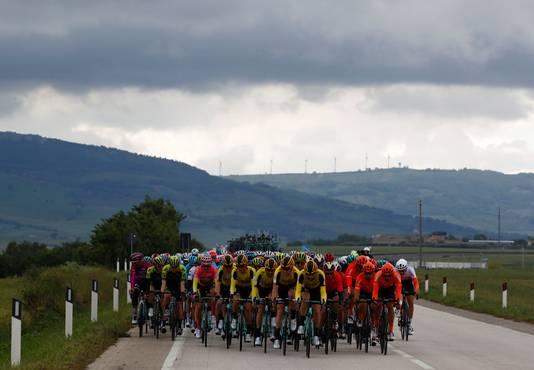 Het peloton tijdens de etappe.