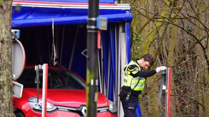 """Eigenaar rode Clio ontsnapt voor tweede keer aan aanslag: """"In 2016 moest ik op Brussels Airport zijn toen de bommen ontploften"""""""