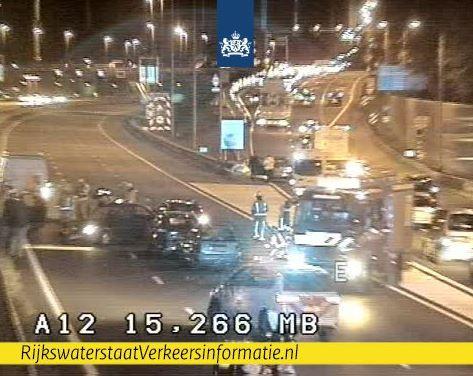 De A12 is dicht na het ongeluk.