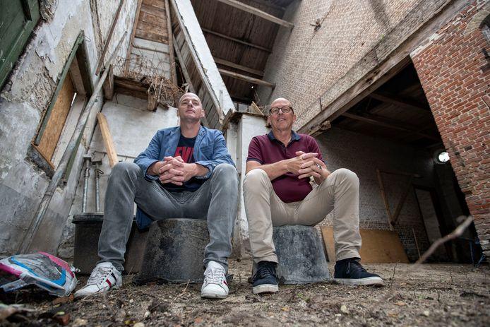 Roosendaal - 05/06/18 - Sander Habes (l) en Rien Slagter in het nu nog vervallen koetshuis, dat gebouw wordt omgebouwd tot fietsenzaak met werkplaats en meetruimte.