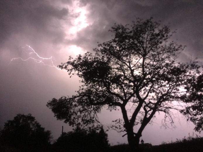 Onweer in het buitengebied van Warnsveld.