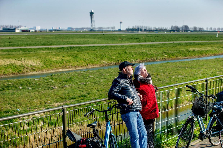 Het vliegverkeer van en naar Schiphol is vrijwel tot stilstand gekomen.