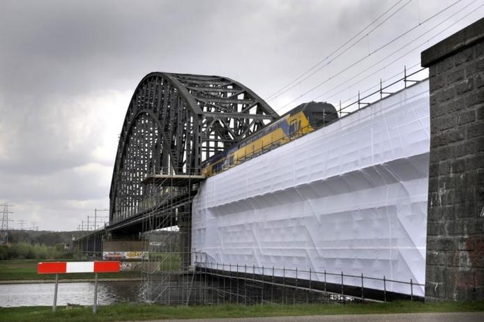 De spoorbrug over de Rijn op archiefbeeld.