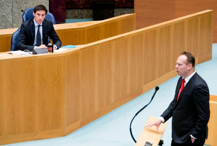 Minister Wopke Hoekstra van Financiën (CDA) en Pieter Heerma (CDA) tijdens het debat. Beeld Freek van den Bergh / de Volkskrant
