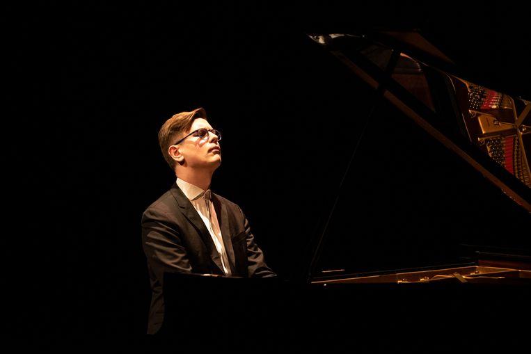 Pianist Víkingur Ólafsson, dinsdag in TivoliVredenburg. Beeld Anna van Kooij