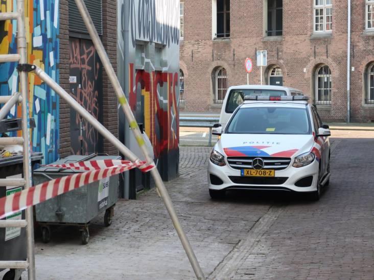 Man overmeesterd in supermarkt in Breda, had meerdere nepwapens bij zich