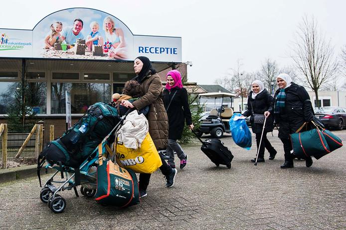 Aankomst van vluchtelingen bij Droomgaard.
