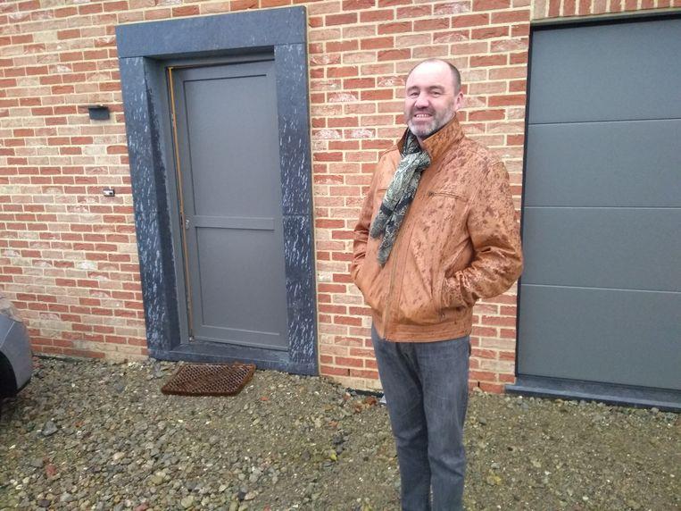 Na twee jaar vruchteloos zoeken naar een geschikte woning om te renoveren, besloot Bart het over een andere boeg te gooien: een nieuwe sleutel-op-de-deurwoning.