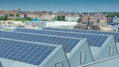 """Dak van Thurn & Taxis krijgt meer dan drie voetbalvelden aan zonnepanelen: """"Vrijwel alle stroom gaat naar lokale gezinnen en bedrijven"""""""