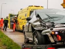 Vrouw gewond bij kop-staart botsing in Oosteind