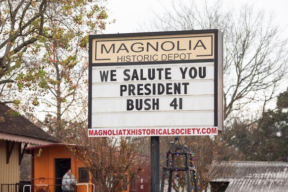 De heemkundekring van Magnolia groet de overleden president Bush.