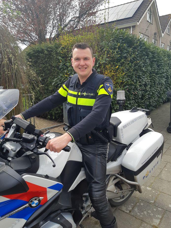 """Wijkagent Johan Bouma uit Zwartsluis: ,,Je moet je niet alleen voor jezelf aan de regels houden."""""""