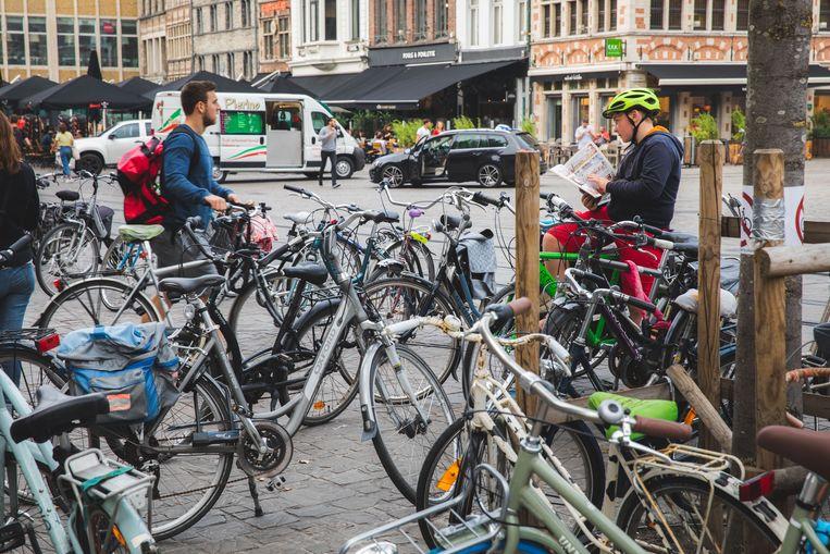 In Gent worden mogelijk nog dit jaar de eerste van meer dan 2.000 deelfietsen in omloop gebracht. Dat heeft het stadsbestuur beslist.