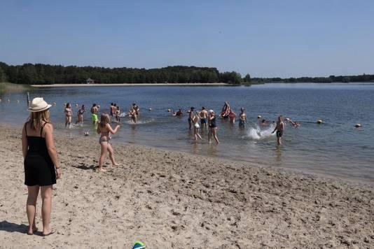Zwemmen op Berkendonk in plaats van in de zee.
