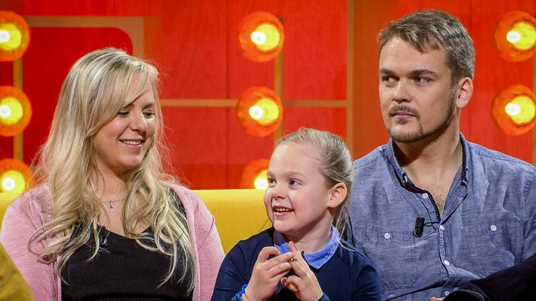 Elise, met mama Evy en papa Kevin