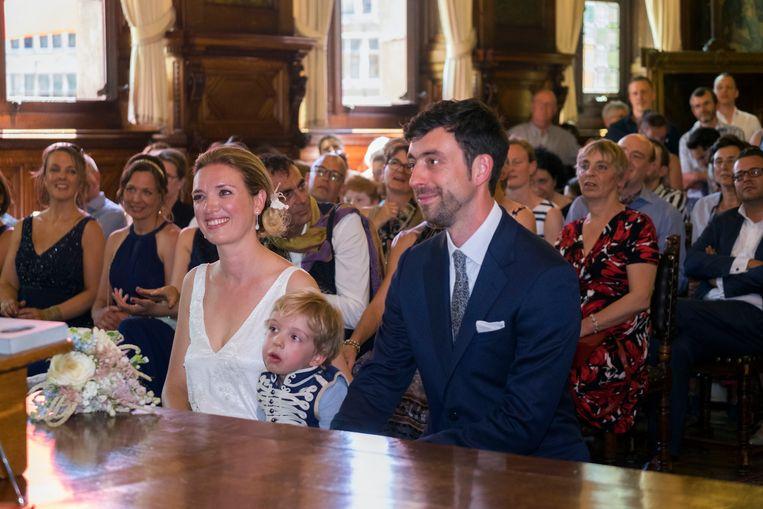Freya Piryns en Willem-Frederik Schiltz, met zoontje Leon, bij hun huwelijk in het stadhuis in 2017.