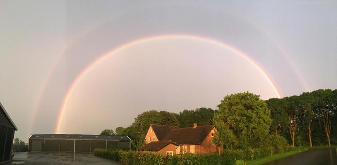 Een dubbele regenboog in Drongelen.