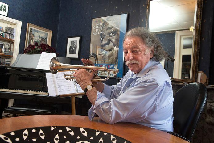 Robert Duis uit Doesburg is een verwoed amateurmuzikant.