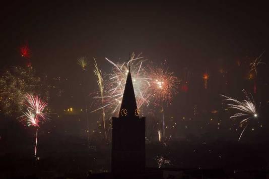Vuurwerk bij de Dom in Utrecht.