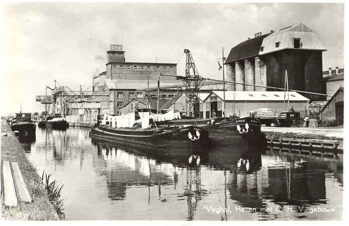 De CHV uit de beginjaren in de Veghelse haven.