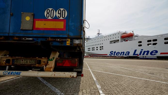 De import van Brits vee per ferry is met een tot vijf (soms kleine) ladingen per dag vrij beperkt.