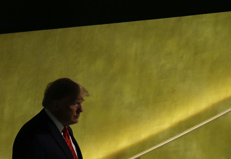 President Donald Trump arriveert op de VN-top in New York. Gisteravond werd bekend dat de Democraten gaan beginnen met een afzettingsprocedure.