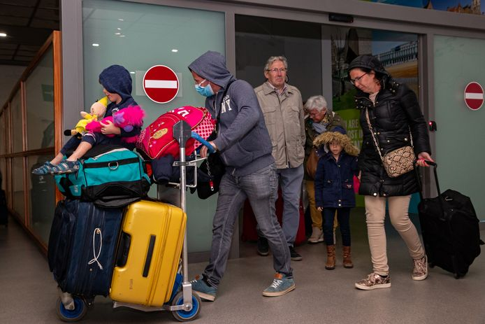 Illustration picture shows as Belgian tourists from the Hotel H10 Costa Adeje Palace are back in Belgium, after two weeks in quarantine due to the outbreak of coronavirus in the island of Tenerife, in the early hours of Friday 06 March 2020. BELGA PHOTO KURT DESPLENTER