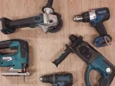 Onbekende dief dumpt uit busje gestolen gereedschap meteen weer in tuin in Valkenswaard