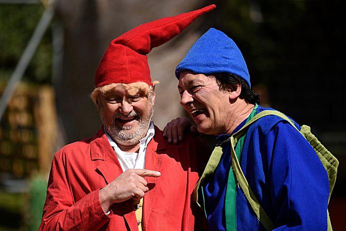 Peter Deen (links) samen met Huub van den Bogaard als Puk en Muk in een van de vele toneelproducties waaraan hij meewerkte.