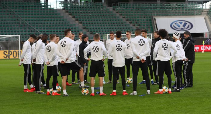 Duitsland traint in voorbereiding op het duel met Servië vanavond.
