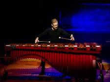 Finalisten slagwerkconcours via hologram tóch op podium Muziekgebouw Eindhoven