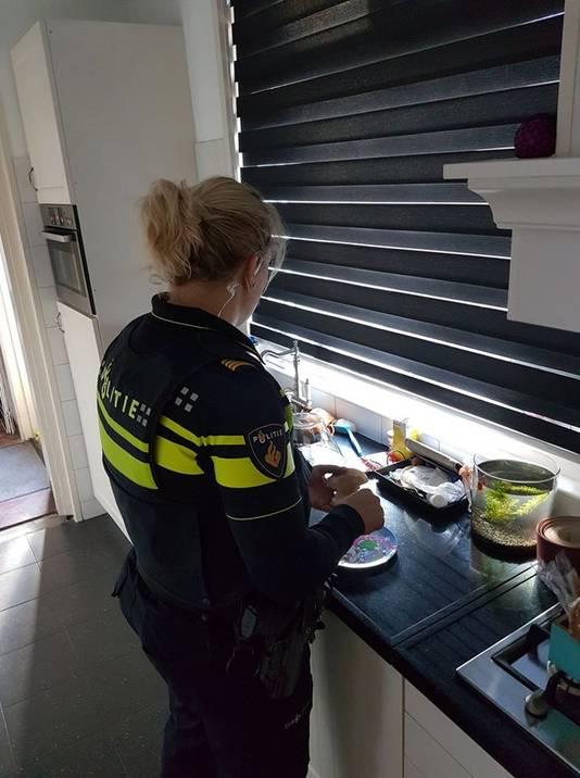 Een agente in Doetinchem oogstte veel lof door na een verkeersongeluk in andermans keuken broodjes te smeren voor de kinderen die even alleen thuis waren.