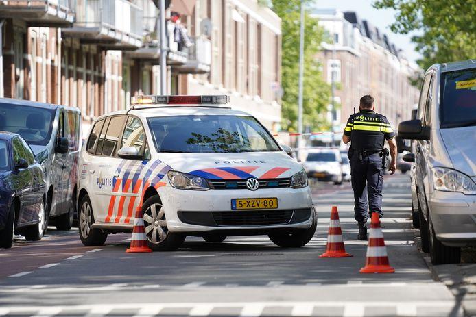 De politie vond op straat verschillende kogelhulzen.