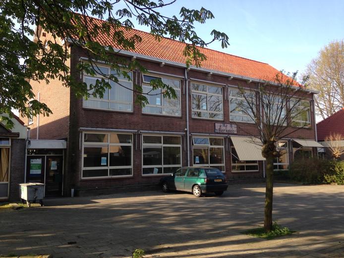 Voormalig gebouw basisschool Berkeloo wordt gesloopt om plaats te maken voor elf huurwoningen.