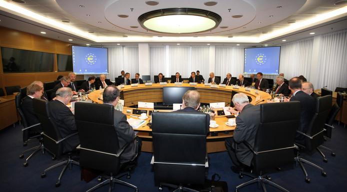 Bij de vergadering van de ECB zijn achttien presidenten van nationale banken uit de eurozone aanwezig.