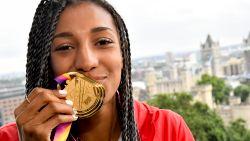 """Ons eindejaarspanel (#3) zoekt de vrouwelijke sportfiguur van het jaar: """"Serena is een rolmodel voor vrouwen"""" versus """"je kan niet om Nafi heen"""""""