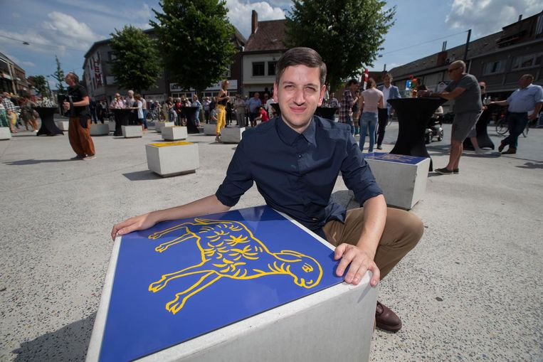 Kasper Bosmans bij zijn werk in de Kerkstraat.
