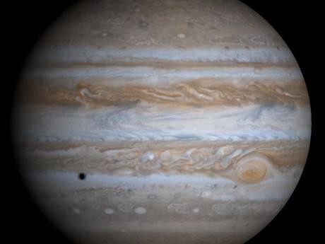 Jupiter blijkt er van boven heel anders uit te zien dan van de zijkant